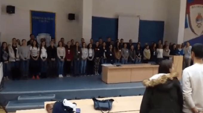 Студенти пјевају химну Републике Српске