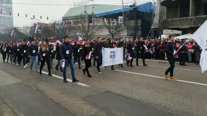 Студенти учествовали на Свечаном дефилеу поводом Дана Републике