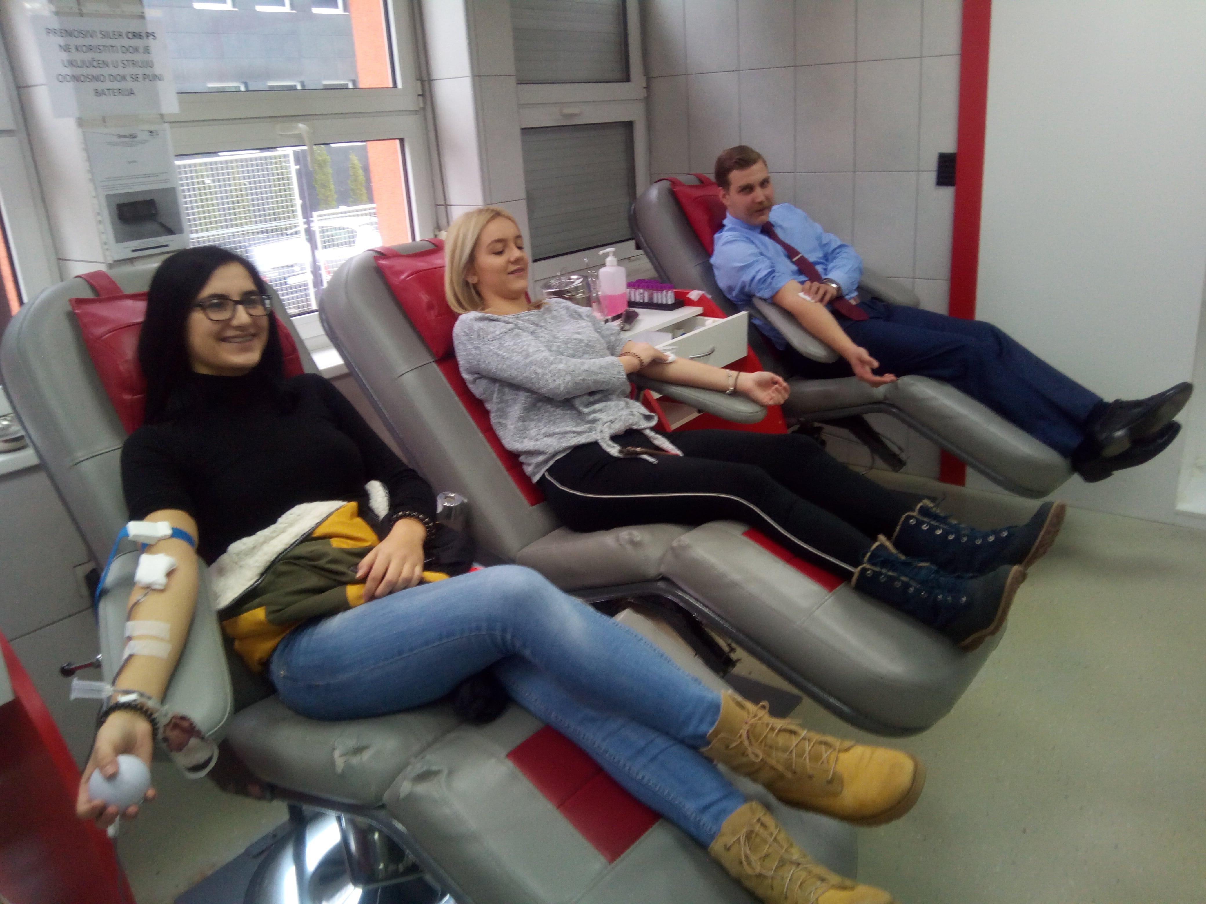Студенти Факултета у акцији добровољног давања крви